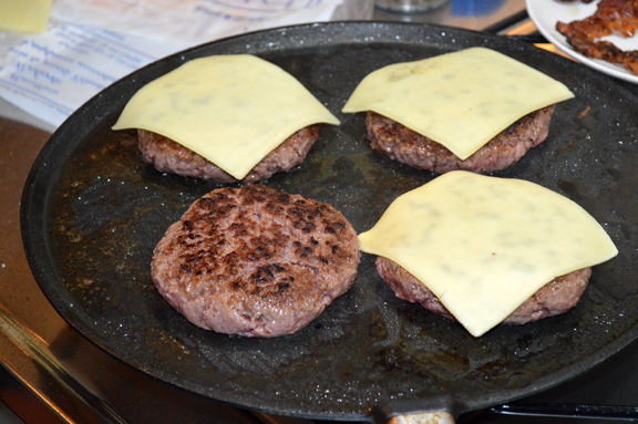 how to cook hamburgers on a griddle