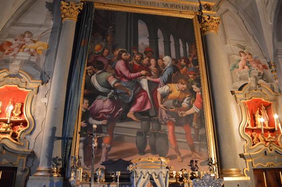 villa chapel altar