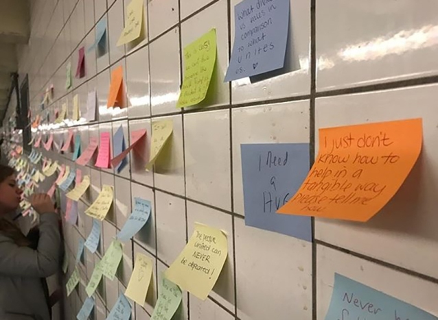 subway-post-its-new-york-trump